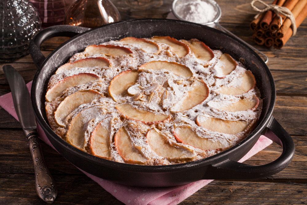 עוגת תפוחים ושקדים (צילום וסגנון: אסף אמברם)