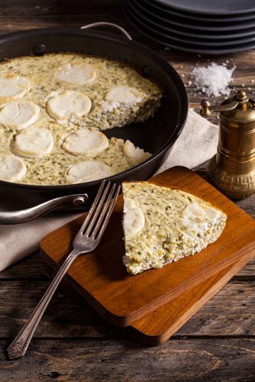 פשטידת קישואים עם גבינת עזים (צילום וסגנון: אסף אמברם)