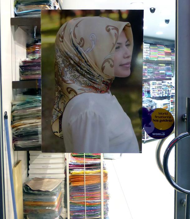 כיסוי הראש הנשי הוא חלק מהותי מהלבוש, וגם אלמנט אופנתי וטרנדי (צילום: אילנה אפרתי)