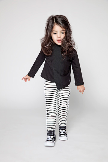 פסים בשחור-לבן אף פעם לא נמאסים, במיוחד כשמדובר בבגדי ילדים. מינימליסט (צילום: דודי חסון)
