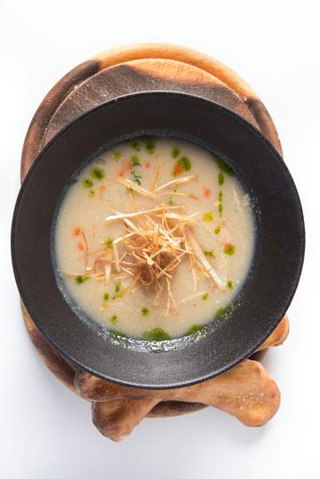 מרק קרם ארטישוק וערמונים (צילום: נטלי ארביב)