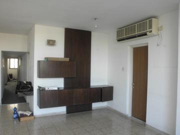 הדירה, ''לפני''. כמיטב אופנת שנות ה-70 וה-80