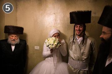לכלה מותר לחגוג עם הגברים. חתונתם של אהרון ורבקה-חנה קרויס (צילום: רונן זבולון)