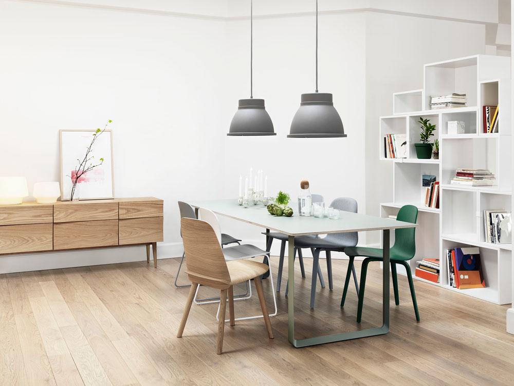 רהיטים של חברת MUUTO הדנית. יפים ללא ספק, אבל האם הם באמת ''על זמניים''? או שבעוד 30 שנה יסתכלו בפינת האוכל הזו ויגידו, ''אלוהים, הכי 2015'' (באדיבות MUUTO)