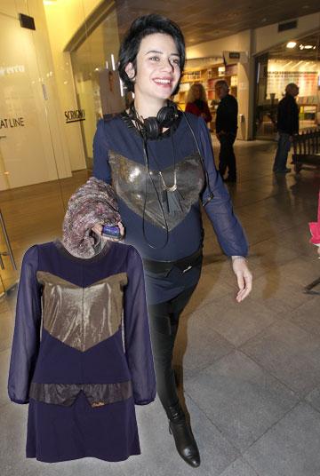 נינט לא נתנה להריון להשפיע על בחירות הסטייל שלה. כאן היא הפכה שמלה של קאלה לטוניקת הריון (330 שקל) (צילום: רפי דלויה, טל טרי)