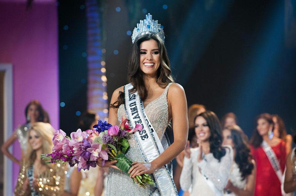 רגע ההכתרה. פאולינה וגה מקולומביה היא מיס יוניברס החדשה (צילום: ריצרד סלייר)