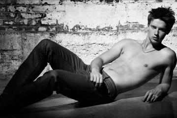שוורצנגר. בקמפיין להדסון ג'ינס (צילום: gettyimges)