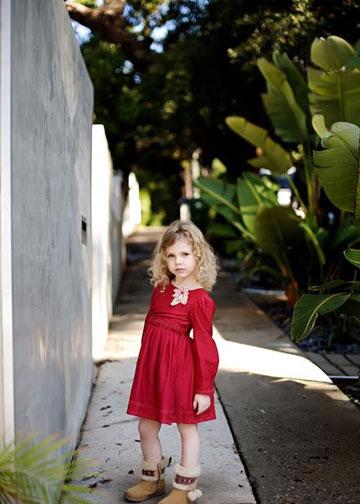 """""""אני לא מגדירה את עצמי כפמיניסטית. לפחות לא עכשיו"""". מילה ברנר בגיל חמש (באדיבות דה ז'ה וו)"""
