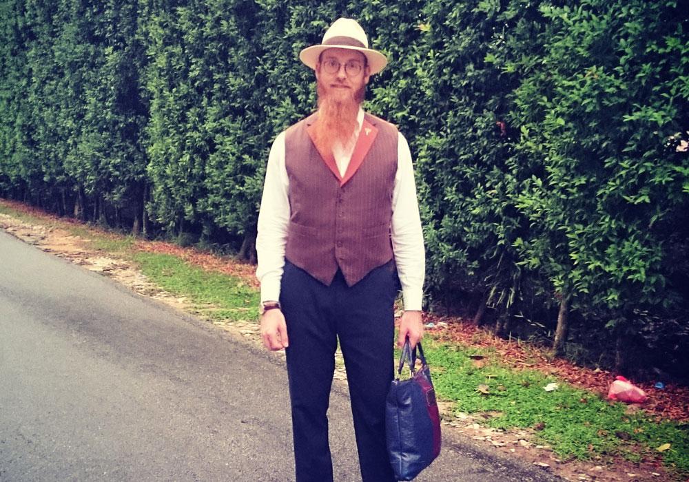 """הרב יוסל טיפנברון. """"אני עושה בגדי גברים כי זאת התשוקה שלי, האמנות שלי והפרנסה שלי. בנוסף, אני גם עושה שליחות קהילתית, ומאוד גאה לומר שאני חב""""דניק"""" (באדיבות yosel tiefenbrun)"""