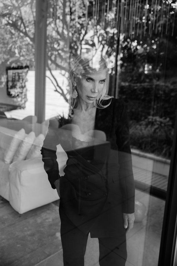 ז'קט, אגואיסטה; מכנסיים, אייס קיוב; חולצה, אפרודיטה; עגילים, אור טוקטלי (צילום: רותם לבל)