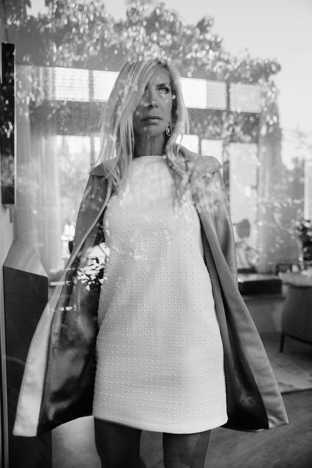 שמלה, אגואיסטה; מעיל, נטע אפרתי; עגילים, אור טוקטלי (צילום: רותם לבל)