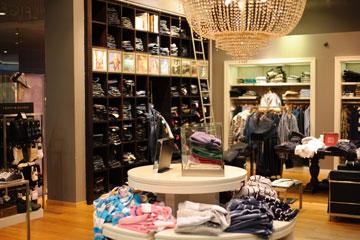 החנות של טומי הילפיגר (צילום: בן קלמר)