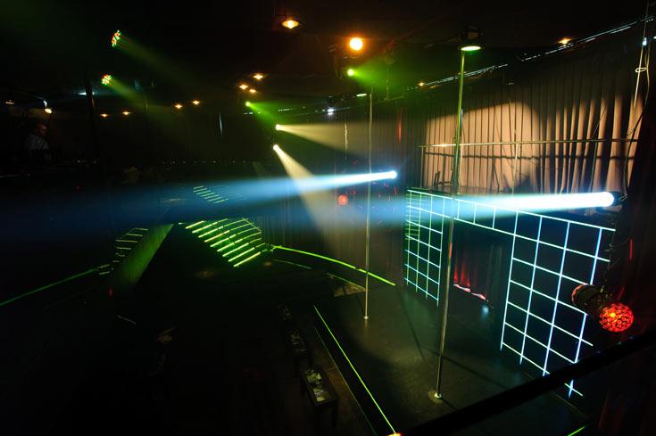 הבמה, התפאורה, האורות (צילום: בן קלמר)