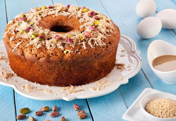 עוגת גזר עם טחינה ופירות יבשים (צילום: תומר בורמד)