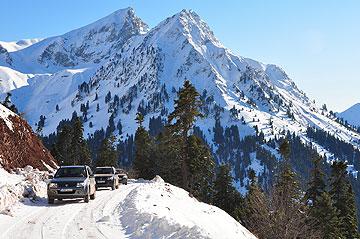 הדרך נחסמת עקב השלג לא מעט במהלך השנה. אותנו זה לא עצר (צילום: אופיר עדני)