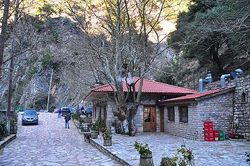 מסעדה משפחתית בתוך טחנת קמח. כפר אגרפה  (צילום: מורן זלמה)