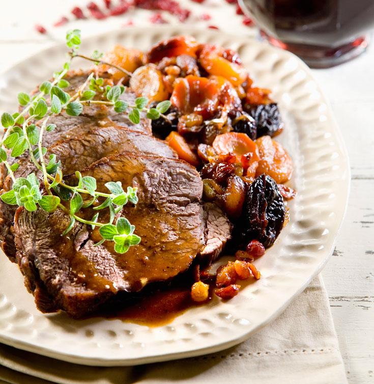 תוספת בריאות עשירה לתבשילים. דקרת בשר עם פירות מיובשים (צילום: יוסי סליס)