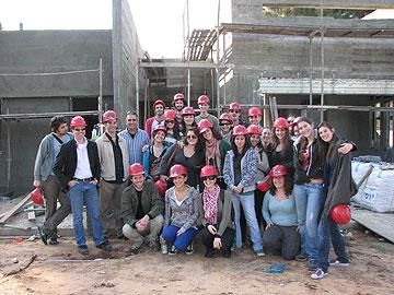 מסיימים את הלימודים ובורחים לת''א. סטודנטים לאדריכלות בויצו חיפה (באדיבות המרכז האקדמי ויצו חיפה)