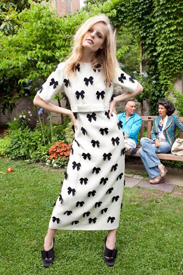 קולקציית אביב-קיץ 2012 של סטלה מקרטני. נמנעת משימוש בעורות ופרוות (צילום: gettyimages)