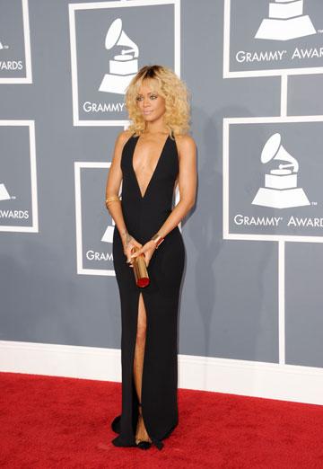 ריהאנה בגראמי. שמלה פשוטה אך חושפנית (צילום: gettyimages)