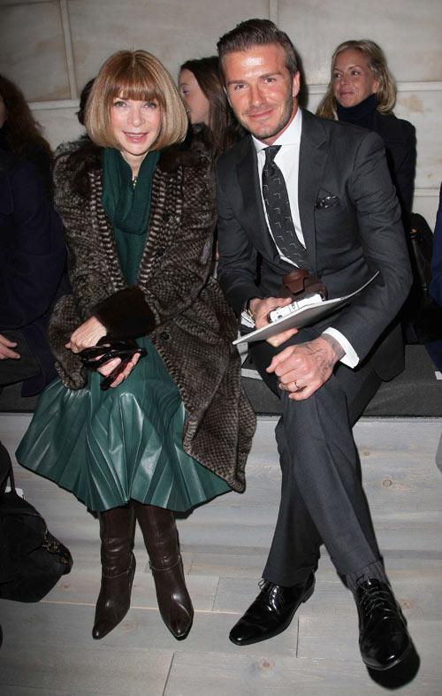 דיוויד בקהאם ואנה ווינטור בשורה הראשונה בתצוגה של ויקטוריה בקהאם (צילום: rex/asap creative)