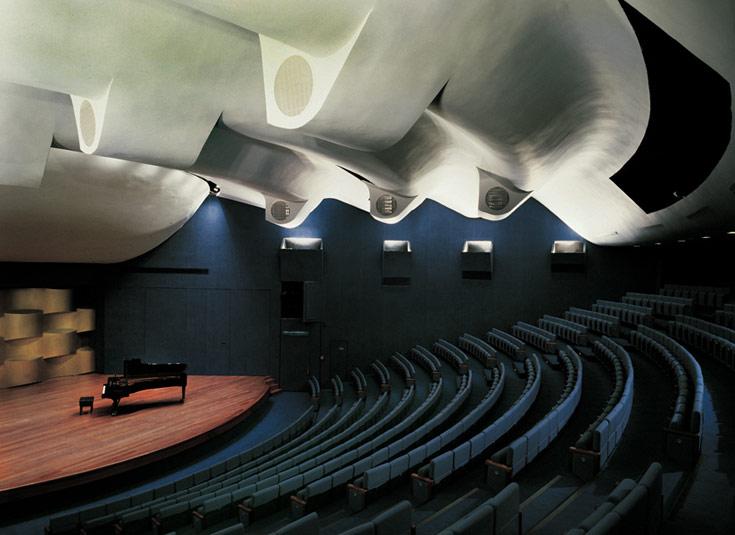 אולם רקנאטי במוזיאון תל אביב, מהבמות הטובות בארץ לקונצרטים (תחרות רובינשטיין בין היתר). עיצוב הפנים של דה מאיו (באדיבות דוד דה מאיו)