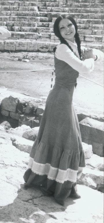 צמות עבות ושמלות בתוליות בשנות ה-70 (צילום: אהרון יוסלביץ')
