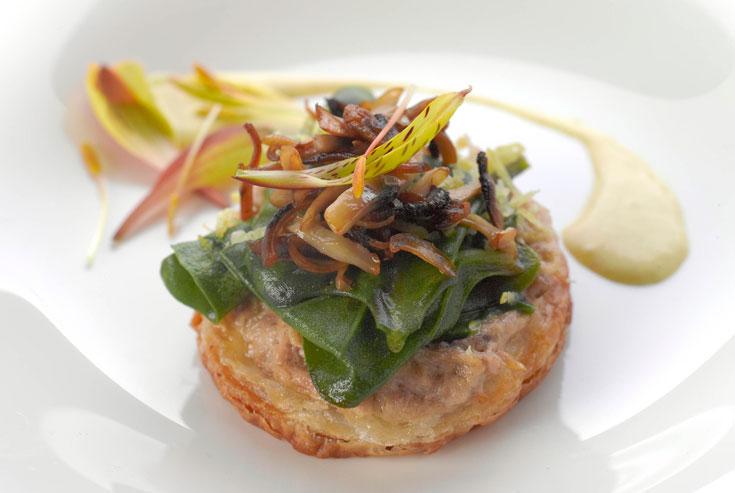 טארט תרד, טונה ופטריות ברוטב חרדל (צילום: דרור כץ)