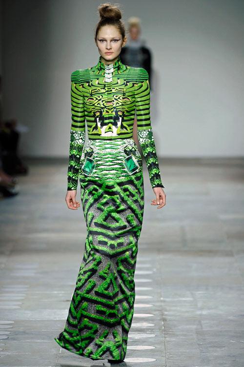 התצוגה של מרי קטרנזו בשבוע האופנה בלונדון (צילום: gettyimages)