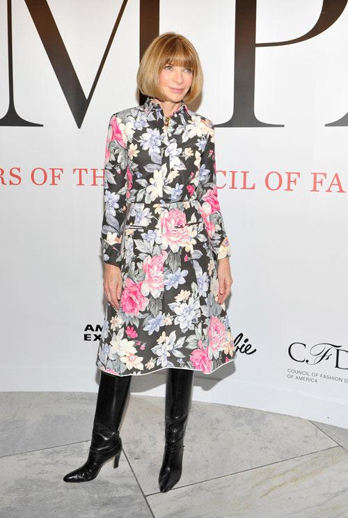 אנה ווינטור לובשת סלין בשבוע האופנה בניו יורק (צילום: gettyimages)
