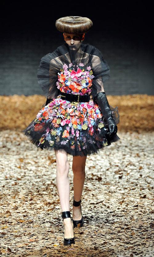 חוזרים הביתה. התצוגה של McQ בשבוע האופנה בלונדון (צילום: gettyimages)