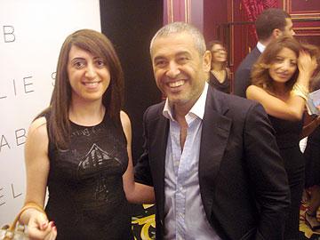 יארא משעור עם מעצב האופנה אלי סאאב (מתוך האלבום הפרטי)
