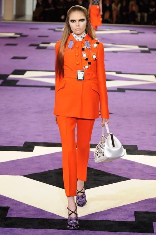התצוגה של פראדה בשבוע האופנה במילאנו (צילום: gettyimages)