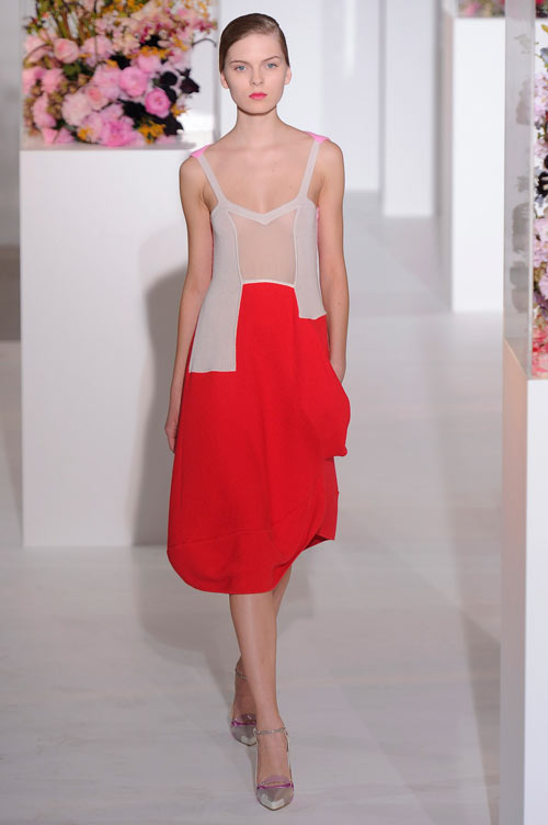 התצוגה של ז'יל סנדר בשבוע האופנה במילאנו (צילום: gettyimages)