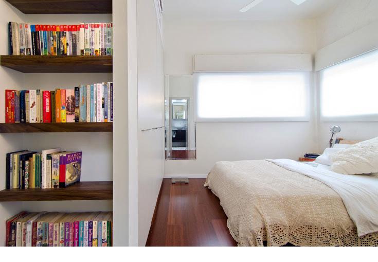 בקצה חדר השינה חדר רחצה קטן (צילום: אילן נחום )