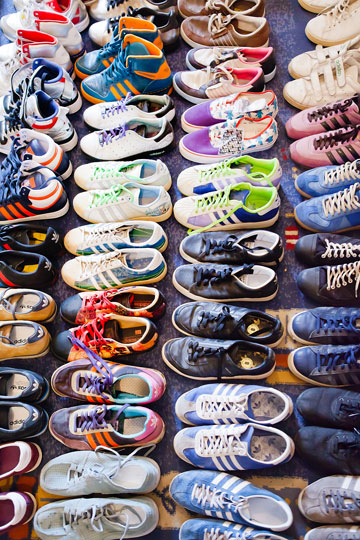 ''הדבר הכי מטורף היה להושיב חבר במשך שלושה ימים על מכרז ב-eBay עבור זוג נעליים'' (צילום: ענבל מרמרי)