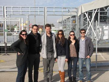 בקבוצה הישראלית משתתפים סטודנטים מויצו חיפה, המצולמים כאן באתר הבנייה (צילום: נעמה ריבה)