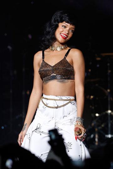 לוק מפוקפק. הטרנד המנומר לא פוסח על ריהאנה (צילום: gettyimages )