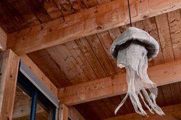 ה''מדוזה'' - מנורה מרשתות דיג (צילום: דורון עובד)