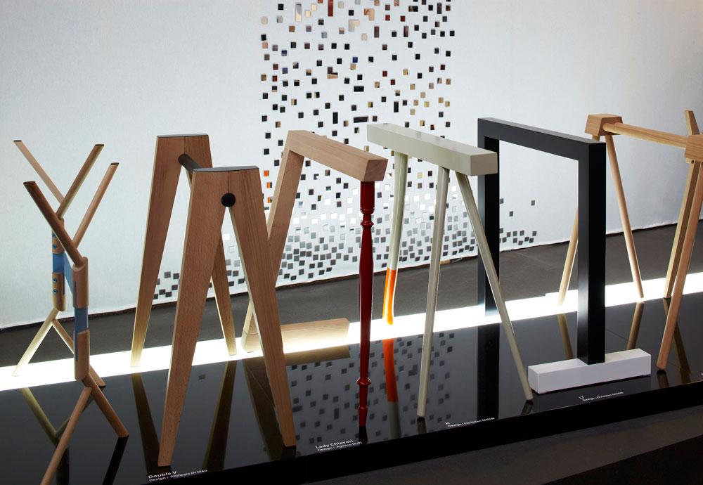 התצוגה של  ''רובה אדישן'' בתערוכת maison&objet בפריז. החברה מתמקדת ברגלי שולחן ומראות, שלהן הזמינה פרשנויות משורה של מעצבים צרפתים מובילים (צילום: אליתה ליוינג, עבור ROBBA EDITION)