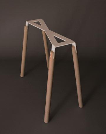 רגלי שולחן גיאומטריות של אריק לוי (צילום: אליתה ליוינג, עבור ROBBA EDITION)