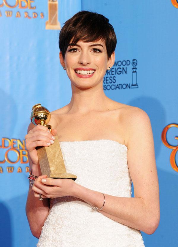 אן האת'אוויי זוכה בגלובוס הזהב עבור התפקיד שעליו התמודדה ג'והנסון (צילום: gettyimages)