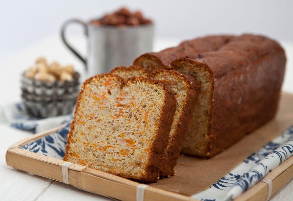 אגוזים קלויים וטיפונת דבש. עוגת הגזר של פייר ארמה (צילום: שירן כרמל, סגנון: שרון טמיר)