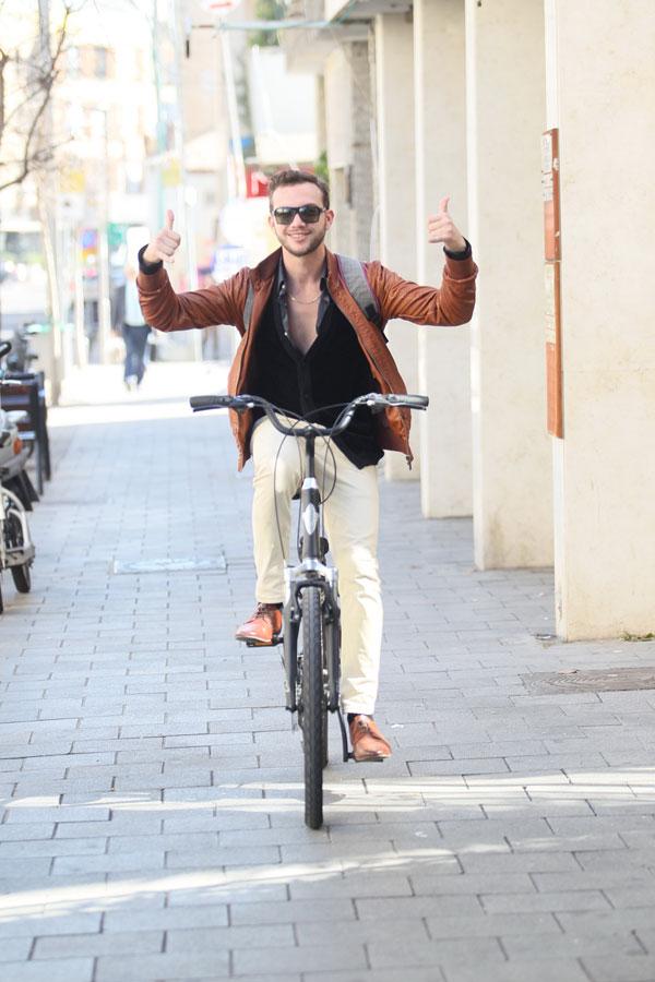 תיזהר, אה? אחרי שגומרים לצלם, אתה חוזר לרכוב כמו בן אדם (צילום: ראובן שניידר)