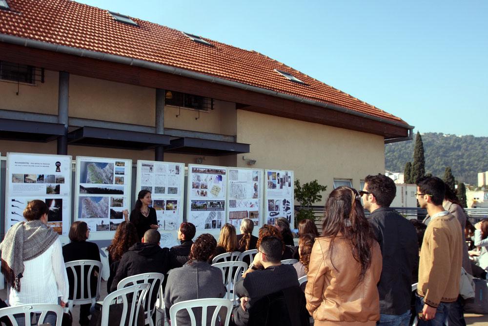 סטודנטים לאדריכלות בויצו חיפה. כאן, יחד עם אריאל, מאפשרים הרשמה מאוחרת. 3 המוסדות האחרים נוקשים יותר ונחשבים, עדיין, יוקרתיים יותר (צילום: הרצי שפירא)