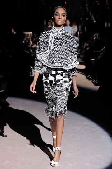 סגנון נשי ויוקרתי. ג'ורדן דאן בתצוגת האופנה של טום פורד (צילום: gettyimages)