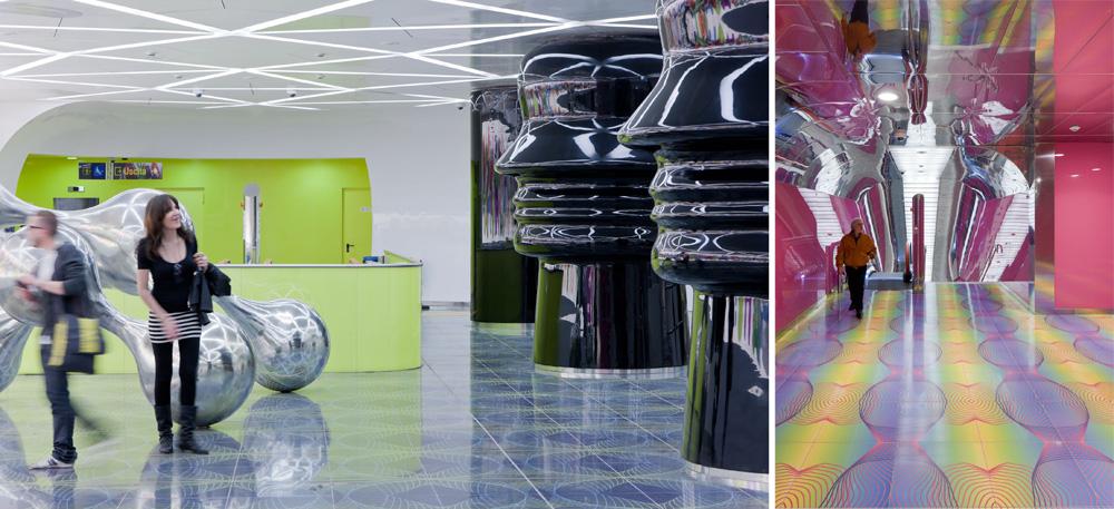 בירידה לרציפים עוברים דרך עמודים שמזכירים את הקסדה של דארת' ויידר. זאת אחת התחנות החדשות בקו 1, ''האמנותי'' של התחתית בנאפולי. התחנות הישנות הפכו לתערוכת אמנות מתמשכת (צילום: Iwan Baan)