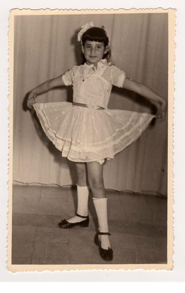 העיקר שהתחפושת תכלול לק. אסנת לסטר מחופשת לרקדנית בילדותה (צילום: אסנת לסטר)