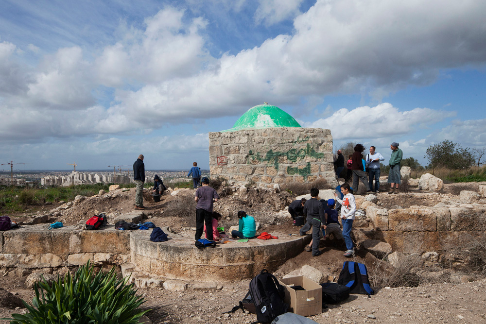 בחלקו המזרחי של צור יצחק ניתנת לתושבים הזדמנות חופשית ונוחה להכיר את היישובים הקדומים שהתקיימו כאן במשך אלפי שנים (צילום: אביעד בר נס)