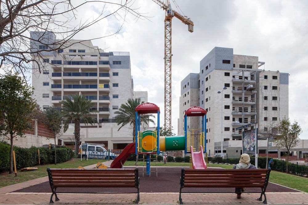 60% מהישראלים לא זקוקים לדירת ענק, גם לא לדירת 5 חדרים, אבל המינימום שבונים הוא 3 חדרים. מדוע? פרויקט בצור יצחק (צילום: אביעד בר נס)